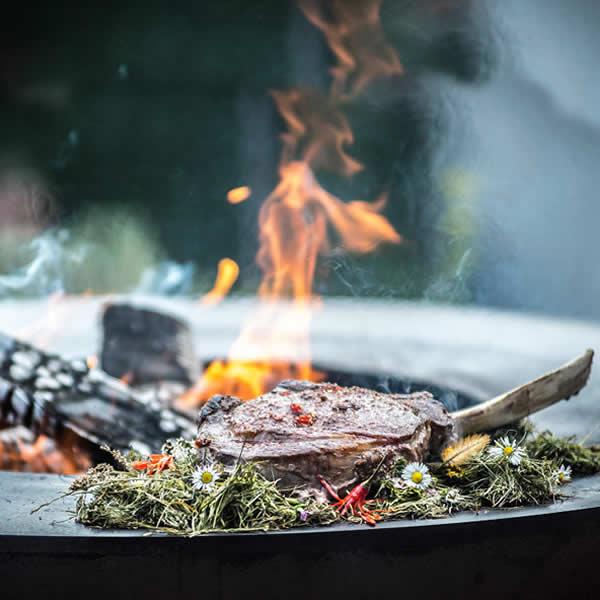 vuurschaal-grillplaat-Cookking-82cm-sfeer3